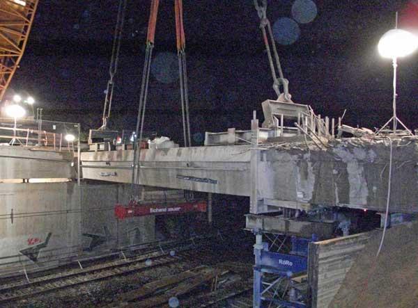 Aushebung eines Brückenteils