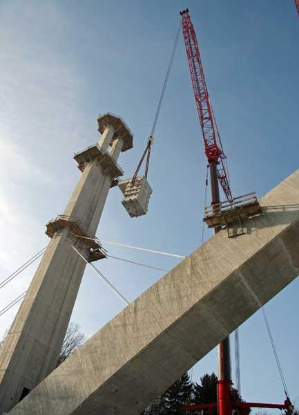Rückbau Pylone ( 88 Meter hoch) Froschgrundseebrücke