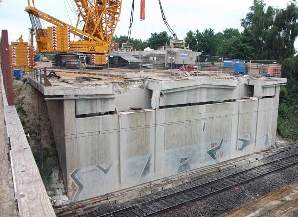 Aushub der Brückenüberbauteile