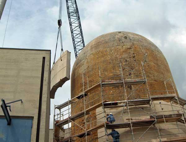 Rückbau der Reaktorkuppel des Kernkfratwerks Kahl am Main