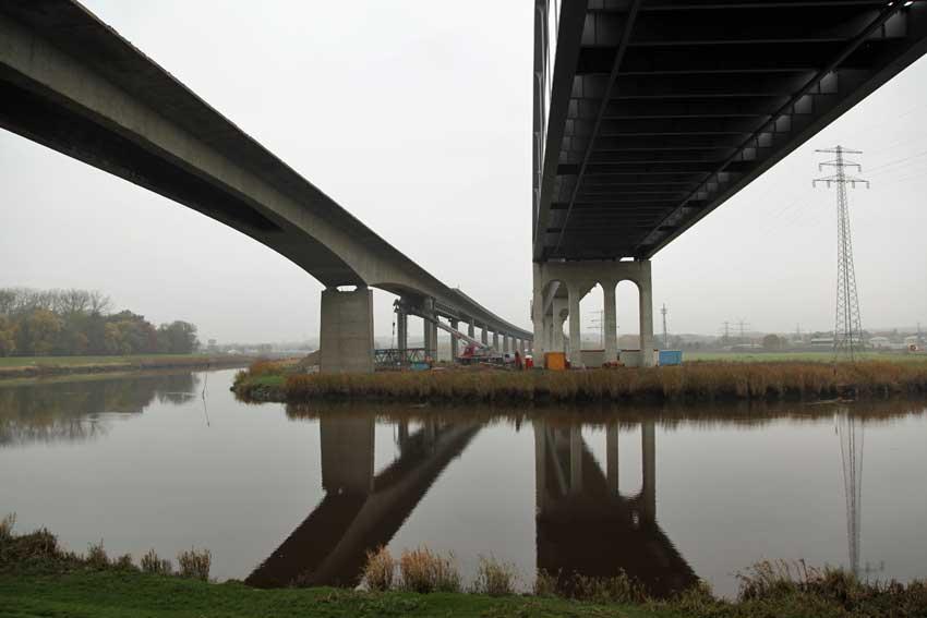 Ansicht  Brücken vom Wasser